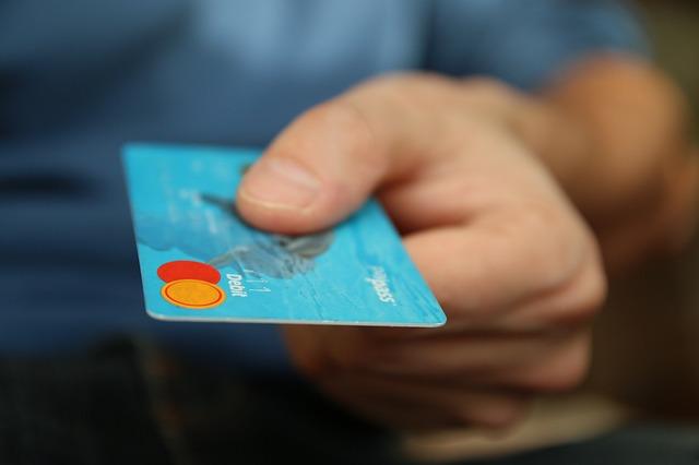 Como ganho 24,000 ienes do cartão de crédito no Japão anualmente
